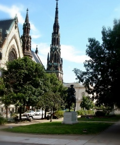 Mt. Vernon - Park, Statue and Church a